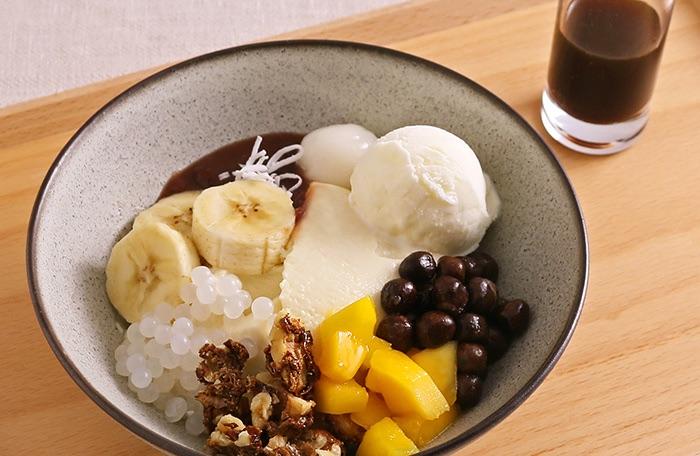 完熟バナナと桃の豆乳プリンパフェ
