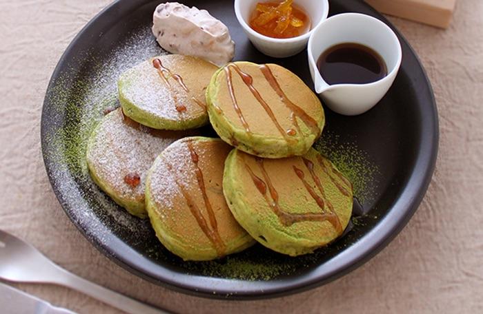 抹茶のミニパンケーキ 柚子レモンと黒蜜添え
