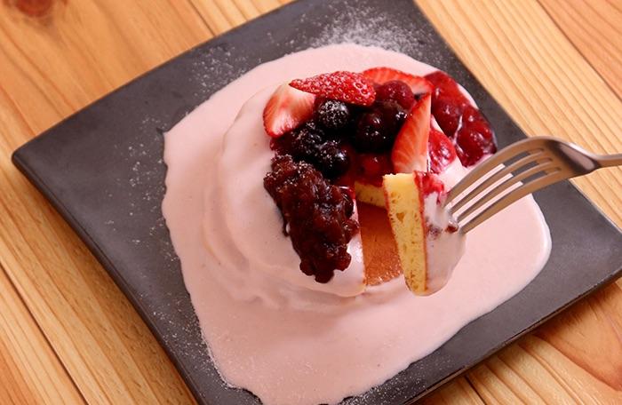 ベリーと十勝産小豆のクリームパンケーキ
