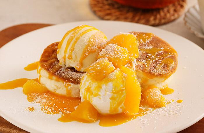 マンゴーとオレンジのチーズクリームパンケーキ