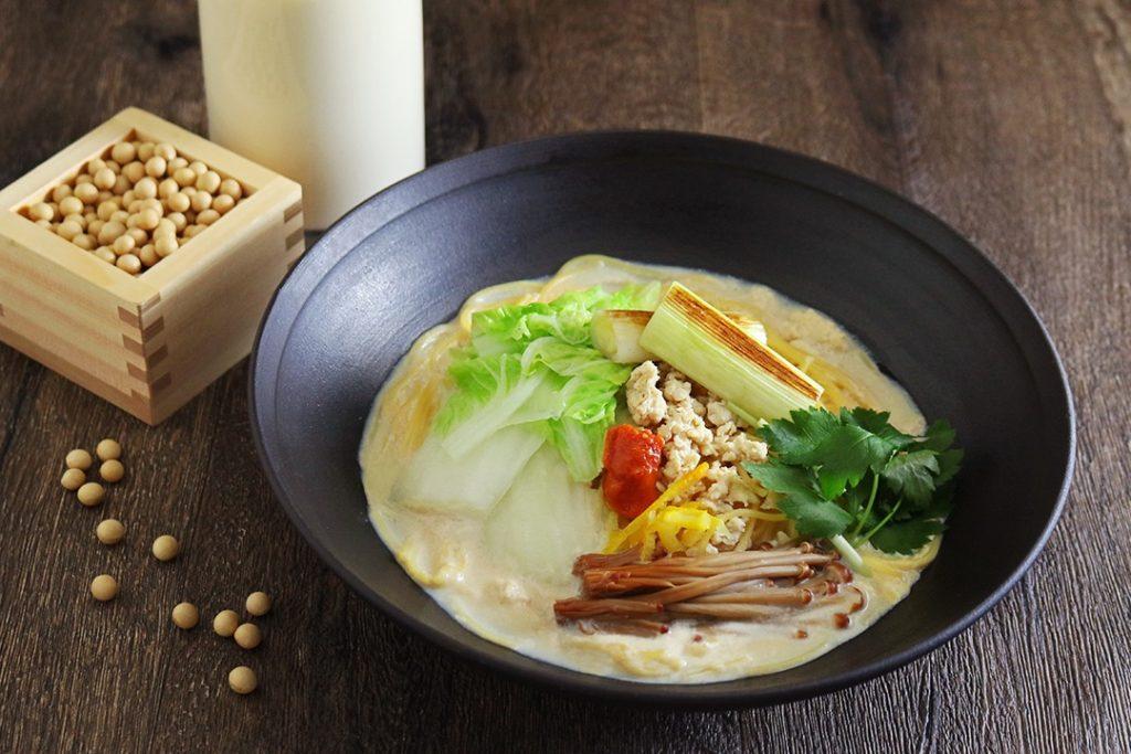 冬野菜とそぼろのピリ辛豆乳パスタ